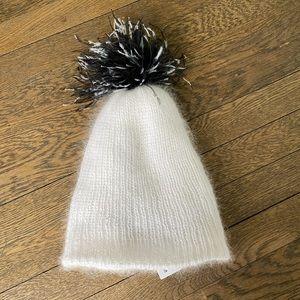 Eugenia Kim Pom hat